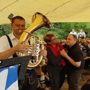 Kickerstour 2016: Floßenterung mit Pauken und Trompeten